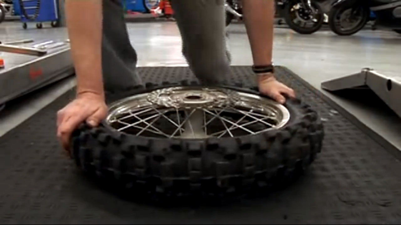 Changing Dirtbike Tyres